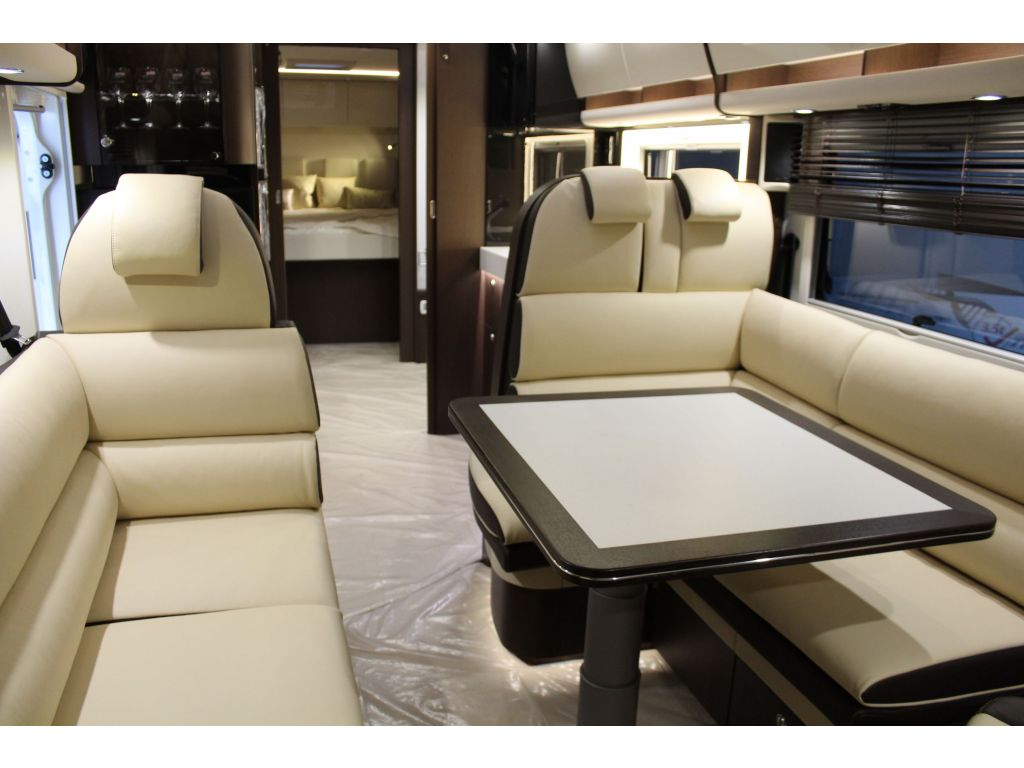 Autocaravana Integral Concorde Charisma 900m De Ocasion Yakart